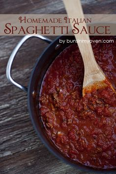 Easy Homemade Italian Spaghetti Sauce #recipe by bunsinmyoven.com