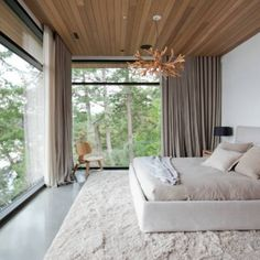 modern bedroom ideas Master Bedroom Ideas for Couples on a Budget -Neutral modern minimalist bed Modern Minimalist Bedroom, Modern Master Bedroom, Stylish Bedroom, Modern Bedroom Design, Master Bedroom Design, Minimalist Decor, Modern House Design, Home Decor Bedroom, Modern Interior Design
