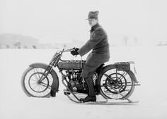 Wikipedia picture of the day on January 10 2018: An old Motosacoche motorcycle with skis mounted on its sides. 1914-1918. https://t.co/cPLgSm2ZCl https://t.co/CQHq3mpbyZ