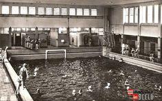 Het sportfondsenbad aan de Stratumsedijk.