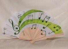 El Mundo de Cecilia: Abanico con notas musicales Painted Fan, Hand Painted, Hand Held Fan, Hand Fans, Painting, Couture, Repurposed, World, How To Paint