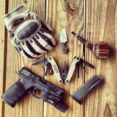 Funny looking pipe. Always wanted to try the Oakley gloves on…  everyday-cutlery:      Heavy EDC: M&P, Mag, Multitasker S2X, Vox Gnome, Oakley Factory Pilot Gloves, SmackleyCraft ePipe by jfxg