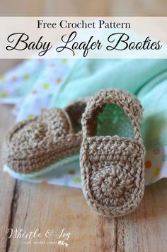 FREE Crochet Pattern: Crochet Baby Loafers   EASY, adorable and simple booties, perfect for baby boys or girls! Love that pop of color!