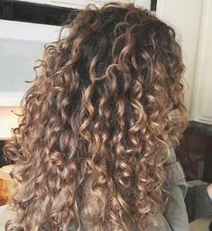 Long Curly Hair Color Ideas Curly Blonde Wig Lace Hair – All About Hairstyles Dyed Curly Hair, Brown Curly Hair, Colored Curly Hair, Curly Hair Styles, Natural Hair Styles, Blonde Curly Hair Natural, Color For Curly Hair, Curly Balayage Hair, Kinky Hair