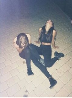 Bild über We Heart It #drunk #friend #fun #funny #girls #grunge #happy #hipster #night #sad #andrearussett #jennmcallister