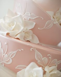 Beautiful wedding cakes with floral touches from Australian suppliers ADD diy <3 <3 www.customweddingprintables.com