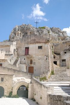 famous old sassi (caves) in Matera, Basilicata (Unesco World Heritage Site) Castel Del Monte, Capri Island, Italian Lakes, Strange Places, Southern Italy, Explorer, Dream Vacations, Italy Travel, Travel Pictures