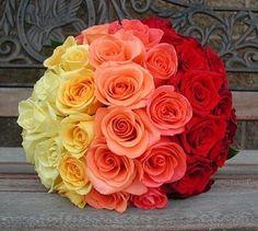 Na hora de fazer seu buquê ou arranjo, que tal escolher flores que se complementem nos tons? Um exemplo lindo é o laranja, vermelho e amarelo. Fica super deslubrante e surpreendente! #buquêdenoiva #buquê #flower #flores #noiva #bride #instawedding #casamento #wedding #ceub #casaréumbarato