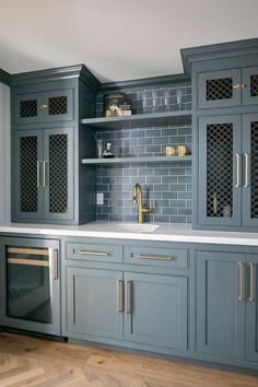 Home Bunch Interior Design Ideas Basement Kitchen, New Kitchen, Kitchen Wet Bar, Basement Bars, Basement Ideas, Wet Bar Cabinets, Ranch Homes For Sale, Home Bar Designs, Wet Bar Designs