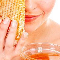 Мед для лица – средство универсальное, если на него, конечно, нет аллергии. Этот природный эликсир подойдет для любой кожи, начиная с проблемной подростковой и заканчивая старческой морщинистой.