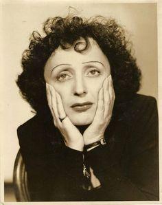 photographie de la chanteuse Edith PIAF - 1947