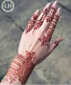 Beautiful Easy Finger Mehndi Designs Styles contains the elegant casual and formal henna patterns to try for daily routines, eid, events, weddings Mehndi Designs Finger, Finger Henna Designs, Mehndi Designs 2018, Mehndi Designs For Fingers, Modern Mehndi Designs, Mehndi Design Pictures, Arabic Mehndi Designs, Beautiful Henna Designs, Henna Tattoo Designs