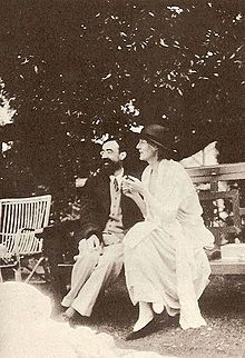 Lytton Strachey and Woolf at Garsington, 1923