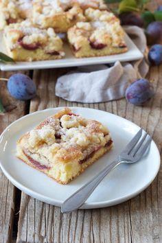 Zwetschgenkuchen Rezept - Einfacher Zwetschgenkuchen mit Streusel vom Blech, schnell gemacht. // plum cake with streusel - a quick and easy to make coffee cake. //  Sweets & Lifestyle®️️   #zwetschkenkuchen #zwetschgenkuchen #streusel #einfach #rührteig #backen #blechku#blechkuchen #plumcake #cake #recipe #baking #coffeecake #sheetcake #sweetsandlifestyle German Desserts, Gateaux Cake, Sweet Bakery, Cake & Co, World Recipes, Fabulous Foods, Coffee Cake, Cake Recipes, Cake Decorating