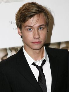 DAVID KROSS - Kross was born in Henstedt-Ulzburg, 20 miles north of Hamburg. He grew up in Bargteheide, where he attended Eckhorst High School. Beautiful Boys, Gorgeous Men, Beautiful People, Thing 1, David, Cutest Thing Ever, Male Face, Celebs, Celebrities