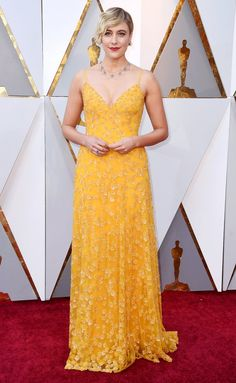 Greta Gerwig Beaded Dress - Greta Gerwig was a glamorous ray of sunshine in a beaded yellow slip gown by Rodarte at the 2018 Oscars. Glamour, Robes D'oscar, Greta Gerwig, Vestidos Oscar, Oscars Red Carpet Dresses, Mode Rose, Look Star, Yellow Gown, Klum