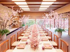50名まで着席できる「松の間」をはじめ、すべての部屋から庭園を望むことができる