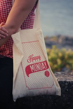 Happy Monday Bag / Happy Monday bolsa de tela. €15.00, via Etsy.