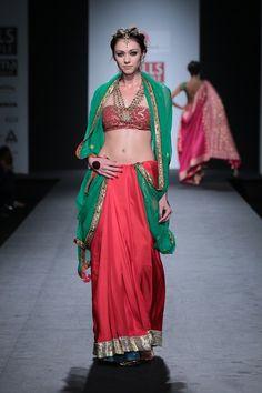 #wifw #wilfw #fdci #wifwaw14 #anupamaa #anupamadayal #indian #indianwear #red #green #saree #gota