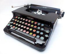 vintage typewriters / black / coloured keys