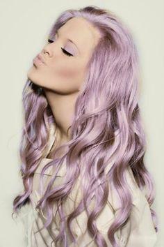 Coloración #smokey lila, la versión renovada del #granny hair. #Hair #pelo #peinados #color