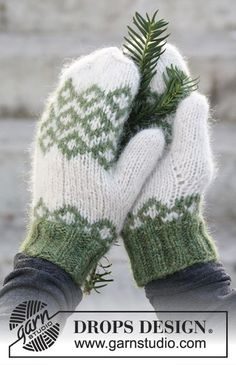 "Christmas Magic - DROPS Jul: Strikkede DROPS votter i ""Air"" med nordisk mønster - Free pattern by DROPS Design"