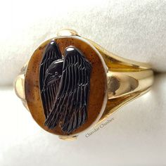 Raven in the rain. Hand-carved agate cameo in a gold ring Chavdar Chushev . . .  #moody #gem #sadness #carnelian #gemcarving #seal #sad #cameo #ring #gold #lapidary #jewelry #jewellery #showmeyourrings #antiquejewellery #antiquecameo #agate #glyptic #yellowgold #lovegold #antiquering #ancientring #ancientjewelry #handmade #handcrafted #глиптика #raven #crow #rain #rainjewelry
