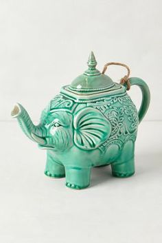 Tea-riffic: Tea sets to make your next tea break extra special ♥≻★≺♥Lovely♥≻★≺♥ Elephant Teapot, Elephant Love, Indian Elephant, Tea Riffic, Teapots And Cups, Chocolate Pots, Tea Time, Vases, Tea Party