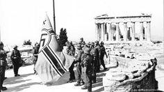 Soldaten hissen Hakenkreuzfahne auf der Akropolis Foto: cc-by-sa/Bundesarchiv/Bauer