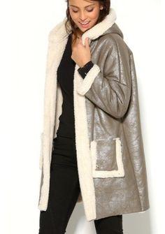 Trblietavý kabát s kapucňou #ModinoSK Fur Coat, Raincoat, Winter Jackets, December, Fashion, Rain Jacket, Winter Coats, Moda, Winter Vest Outfits