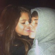 Guy giving girl kiss on the cheek Justin Bieber 2015, Justin Love, Justin Bieber Selena Gomez, Estilo Selena Gomez, Justin Bieber And Selena, Selena Gomez Photos, Love Will Remember, Steven Page, Famous Couples