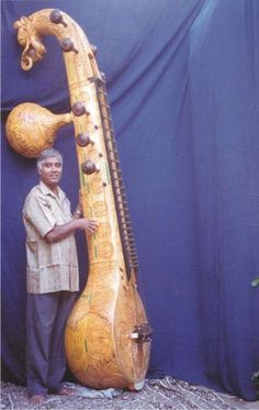 World& Biggest Veena Sound Of Music, Music Love, Indian Musical Instruments, Homemade Instruments, Music Machine, Music Guitar, World Music, Harp, Classical Music