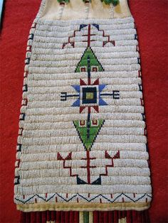 close up of Sioux pipe bag Native American Regalia, Native American Artifacts, Native American Beadwork, Native American Fashion, Native American History, Indian Beadwork, Native Beadwork, Cherokee, Native Design