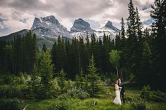 canmore-mountain-wedding | Photo by Photographik | www.photographik.ca #canadarockieswedding #mountainwedding