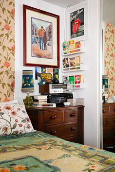A & Maximalist& Australian Home Has Disco Balls in the Bathroom: gallery image 28 Elle Decor Magazine, Interiors Magazine, Vintage Stereo Cabinet, Apartment Living, Apartment Therapy, Ikea, Interior Decorating, Interior Design, World Of Interiors