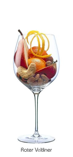 ROTER VELTLINER  Orange, tangerine, lemon (peel), apple (ripe), pear (ripe), biscuits, almond, hazelnut