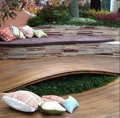Bench seat with curbed decking