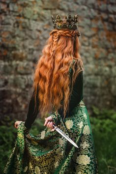 Danger was coming in the form of an intruder. She held a knife, but it was not discreet. Anger showed on her face, and she headed straight for the King and Queen. Queen Aesthetic, Princess Aesthetic, Book Aesthetic, Fantasy Inspiration, Character Inspiration, Images Esthétiques, Fantasy Photography, Medieval Fantasy, Models