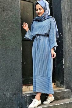 60 Hijab Looks with a chic and simple long dress to inspire you - h . - 60 Hijab looks with chic and simple long dress to inspire you - hijab tips Street Hijab Fashion, Abaya Fashion, Modest Fashion, Fashion Clothes, Fashion Dresses, Modest Clothing, Hijab Fashion Style, Kaftan Dubai, Simple Long Dress