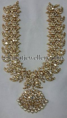 When you spent your allotted budget on your bridal jewelry, it didn't mean that you had to put it away after the wedding. Wearing your bridal jewelry over. Indian Wedding Jewelry, Bridal Jewelry, Indian Jewelry, Ethnic Jewelry, Jewelry Findings, Mango Mala Jewellery, Jewellery Bracelets, Mango Necklace, Gold Jewellery Design