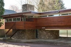 Robert Harvey-designed midcentury modern property in Kenilworth, Warwickshire Mid Century Modern Mid Century Modern Design, Modern House Design, Modern Interior Design, Interior Ideas, Midcentury Modern, 1960s House, Modern Properties, Interior Minimalista, Mid Century House