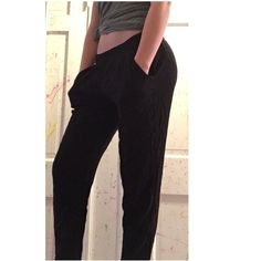 Black pants Cute and casual pants! very light and comfortable fit also includes pockets American Eagle Outfitters Pants Track Pants & Joggers