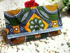 diy facile pour fabriquer une jolie pochette en tissu wax ou autre. Diy Wax, Diy Couture, African Fashion, Coin Purse, Creations, Purses, Wallet, Sewing, Bags