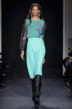 Take a look to Kristina Ti Collections Fall Winter 2017-18collection: the fashion accessories and outfits seen on Milano runaways.