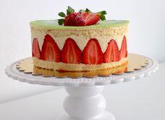 Sa majesté le fraisier – avec Thermomix Dessert Thermomix, Felt Cake, Family Meals, Entrees, Make It Simple, Panna Cotta, Biscuits, Deserts, Sweets