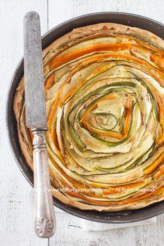 Torta salata con fantasia di carote e zucchine
