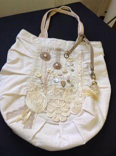 Bolsa de tecido bordado