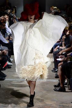 Sfilata Comme des Garçons Parigi - Collezioni Primavera Estate 2016 - Vogue