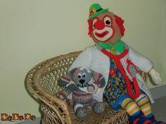 Doktor Clown mit Hasso, dem kranken Hund - gehäkelt von Dadade