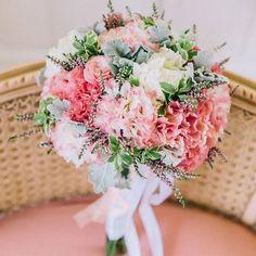 50 ramos de noiva 2017 nos quais se deve inspirar para o seu casamento. Dê cor ao seu look com as melhores flores! Image: 17